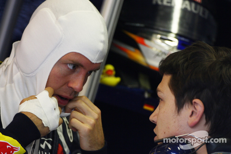Red Bull Plays Down Vettel's Hand Injury