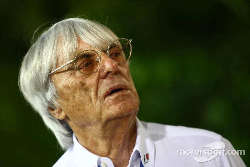 Ecclestone watches female driver de Villota test Formula One car
