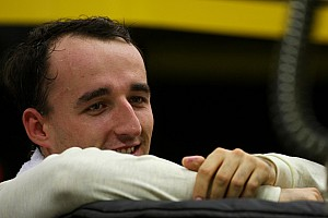 Formula 1 Boullier flags test in 2009 car for Kubica