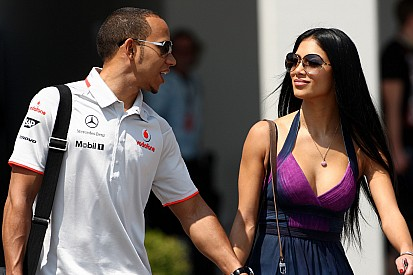 Hamilton splits with pop star girlfriend