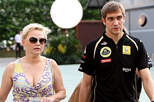 Formula 1 Petrov in talks for Caterham third driver role