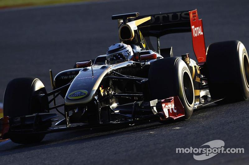 Raïkkönen turns laps in Valencia