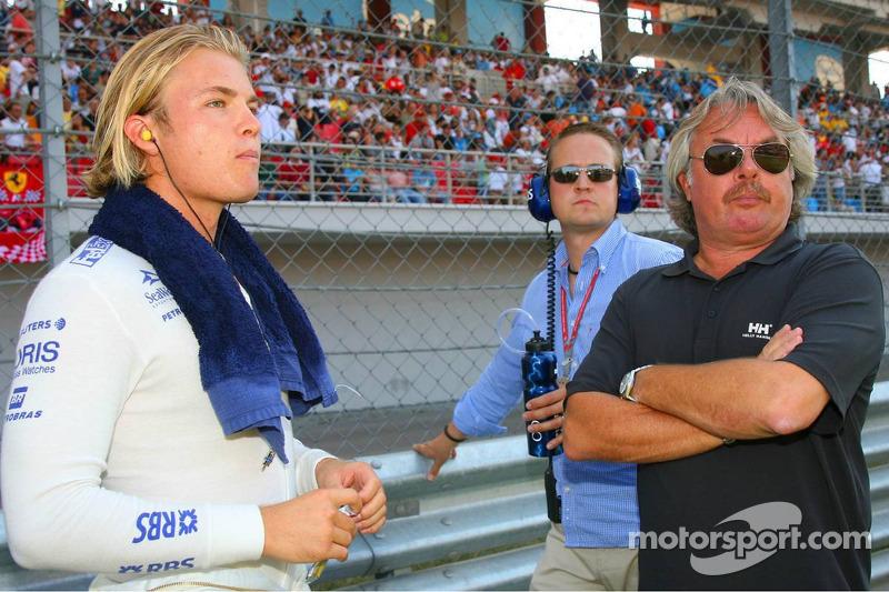 Rosberg's father says Mercedes delay 'a risk'
