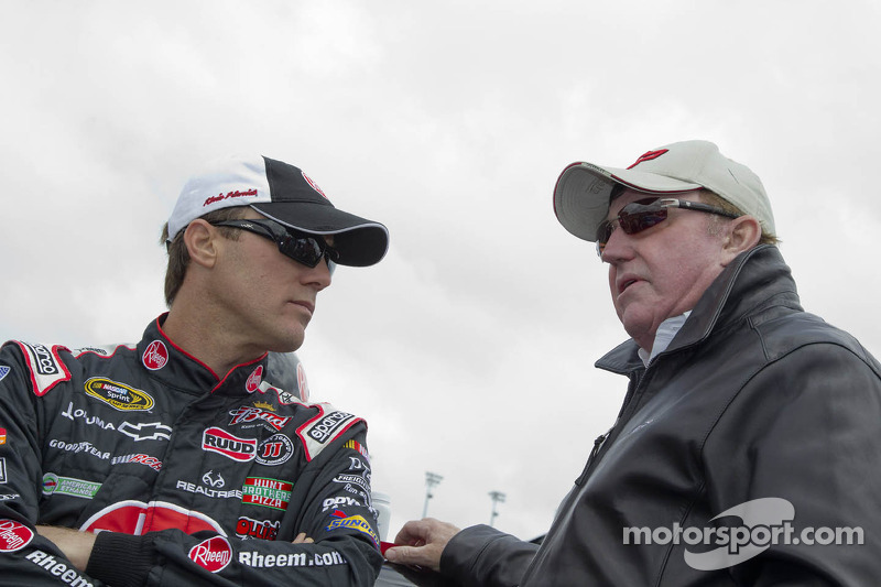 Harvick and other Chevy drivers discuss Richmond qualifying