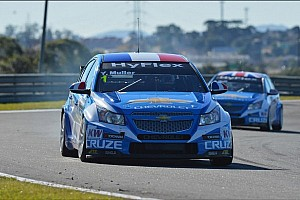 WTCC Qualifying report Yvan Muller leads Chevrolet qualifying sweep at Curitiba