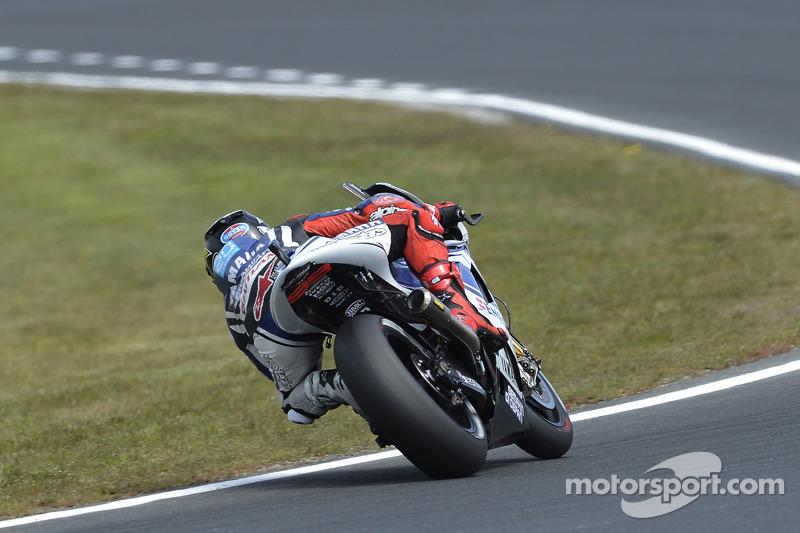 Yamaha's Lorenzo battles windy conditions at Phillip Island