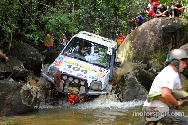 Jungle Slayer in Malaysian Rainforest Challenge