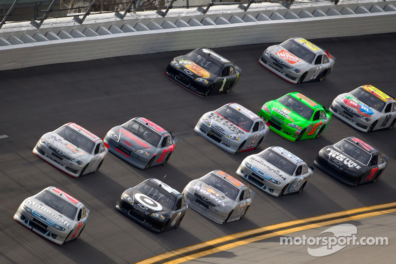 Fans get early peak at Daytona action during Preseason Thunder