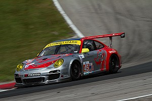 ALMS Qualifying report Flying Lizard Porsche top in GTC at Road America
