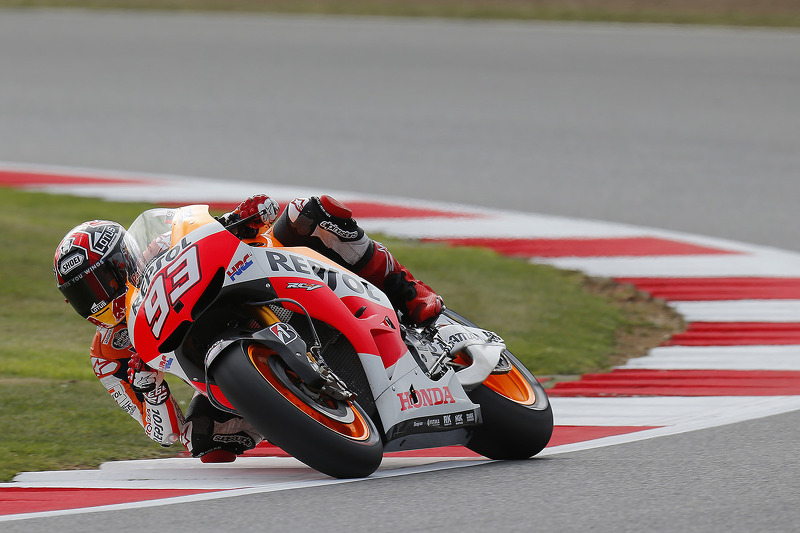 Marquez sets blistering lap for new qualifying record at Silverstone