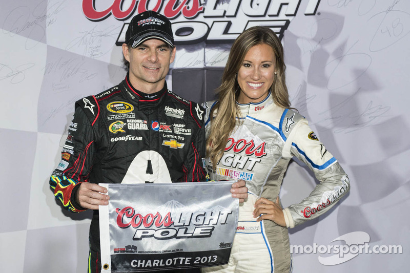 Gordon claims pole for Charlotte 500