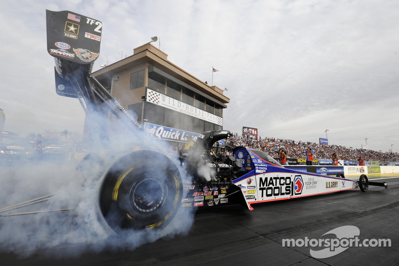 Antron Brown awaits the Gatornationals