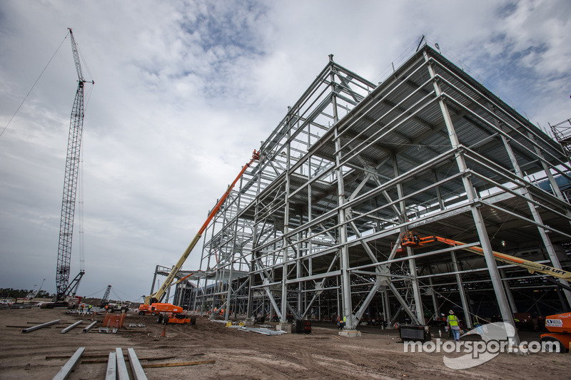 Florida governor tours Daytona construction