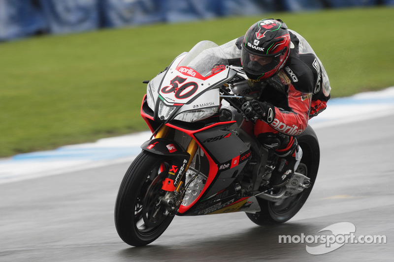 Guintoli spearheads Aprilia charge on Day One