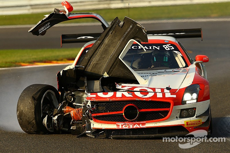 No. 100 Ferrari and No. 101 McLaren annihilated in separate accidents during Spa 24