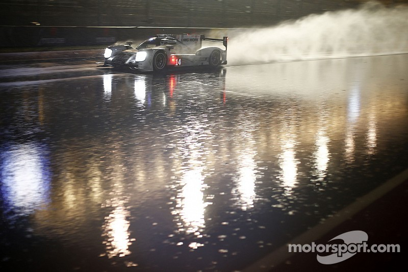 Carnage ensues as rain hits COTA - Race red flagged