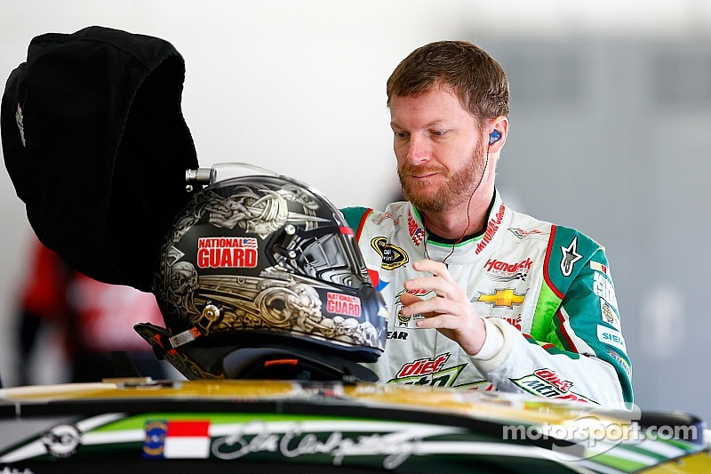 Steering wheel malfunctions for Dale Earnhardt Jr. in practice