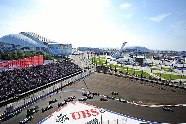Ecclestone presents 2014 Race Promoters' Trophy to Russian GP