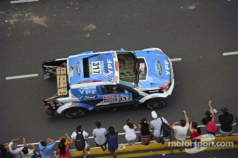 Broken propshaft costs Villagra valuable time on  opening Dakar Rally stage in his Ford Ranger