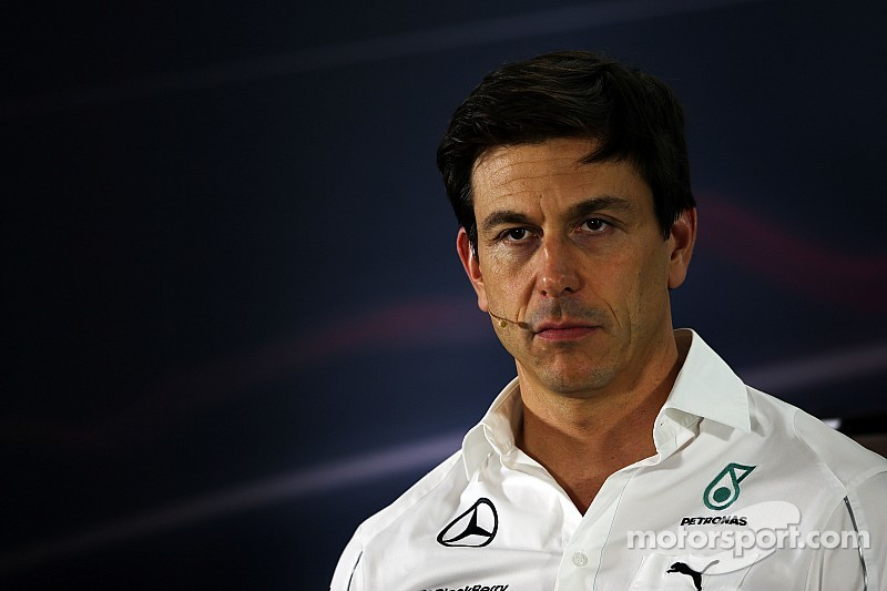 Wolff dice que el tanque de tiburones en la Fórmula Uno está vivo