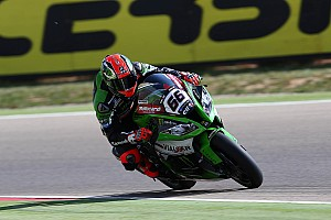 World Superbike Qualifying report Sykes claims his first Superpole of the season