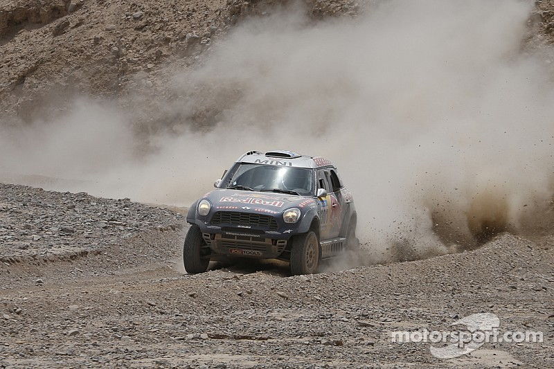 MINI ALL4 Racing with Nasser Al-Attiyah secures win at 2015 Sealine Cross-Country Rally Qatar