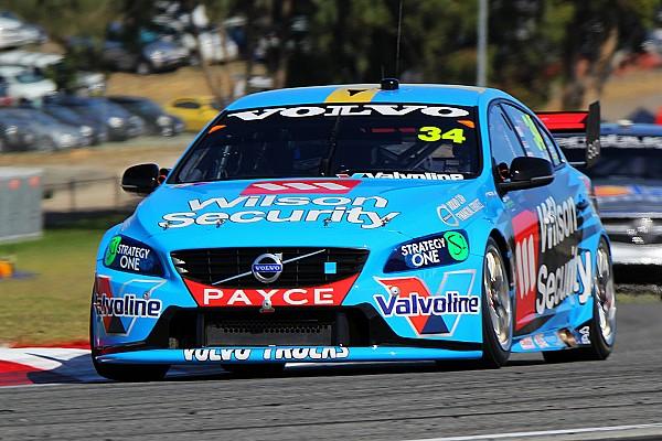 Wall sorprendió después de la primera práctica en los V8 Supercars