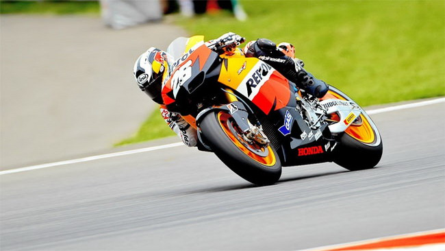 Dani Pedrosa batte Jorge Lorenzo in qualifica
