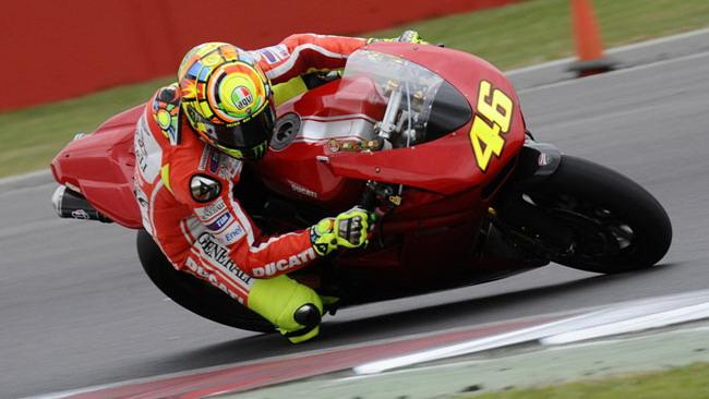 Valentino conosce Silverstone con una Ducati SBK