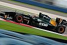 I loghi Caterham e GE sulle Team Lotus a Silverstone