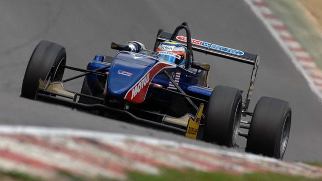 Il rookie Ilyas domina gara 1 a Brands Hatch