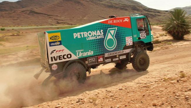 Il Team De Rooy Iveco alla Dakar con Petronas