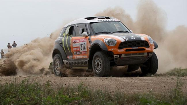 Tripletta Mini nella prima tappa della Dakar 2012