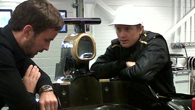 Raikkonen prova il sedile della Lotus a Enstone