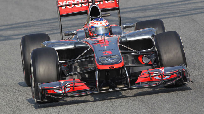 La McLaren rinuncia al doppio splitter sotto al muso