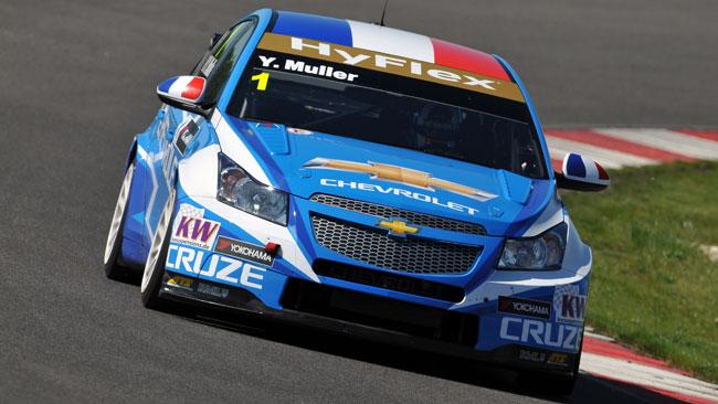 Tripletta Chevrolet con Yvan Muller in pole