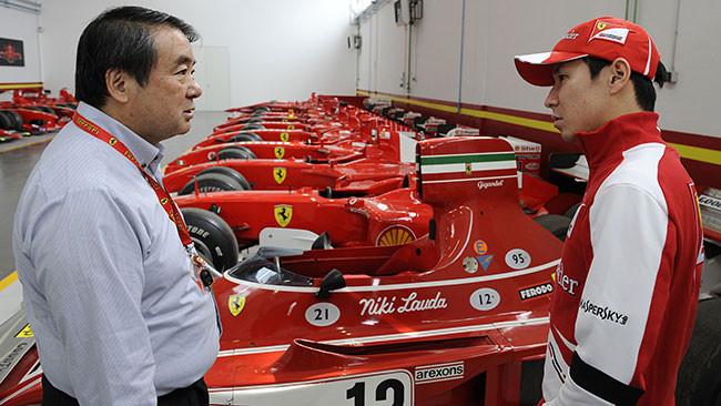 Kamui Kobayashi visita la Ferrari a Maranello