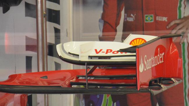 La Ferrari toglie i flap dell'ala anteriore!