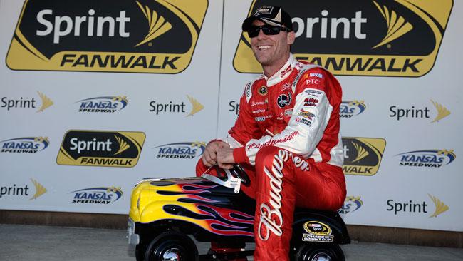 Kevin Harvick in pole al Kansas Speedway