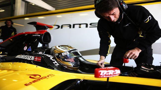 A Magnussen non sfugge la prima pole di Montmeló