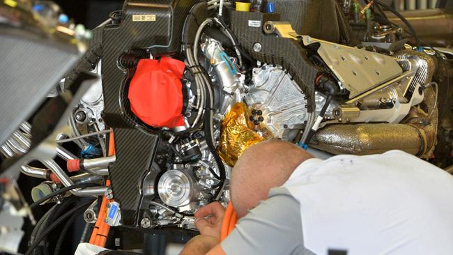 Ecco il compressore Mercedes montato davanti!