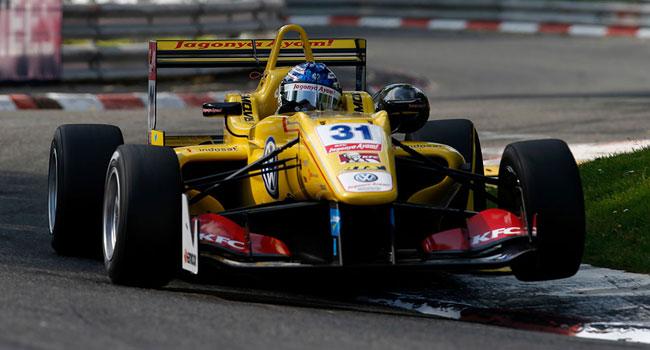 Blomqvist beffa Ocon grazie alla safety car in gara 2