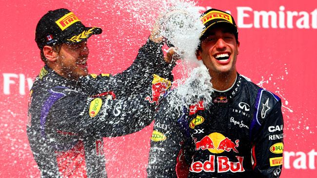 Vettel si congratula sportivamente con Ricciardo