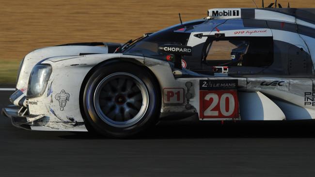 Freni e sospensioni rallentano la Porsche 919