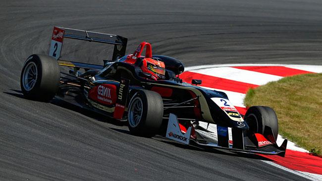 Ocon piega Verstappen con un finale da thriller