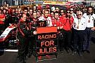La Marussia di Bianchi in moto nei box di Sochi
