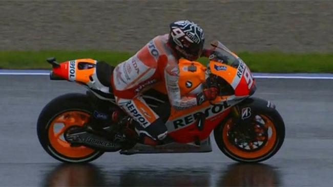 Valencia, Day 2, Ore 13: Marquez svetta sul bagnato