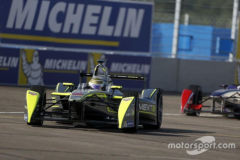 Moscow smiles on Piquet Jr