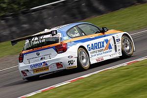 BTCC Crónica de Carrera Tordoff vence a Jordan y a Neal en Oulton Park