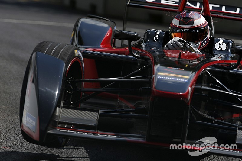 Sarrazin logra la pole para la carrera final en Londres